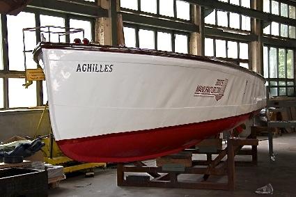 altes-polizei-rennboot-05