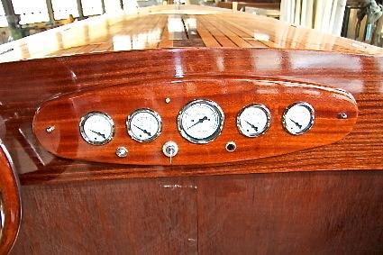 altes-polizei-rennboot-09