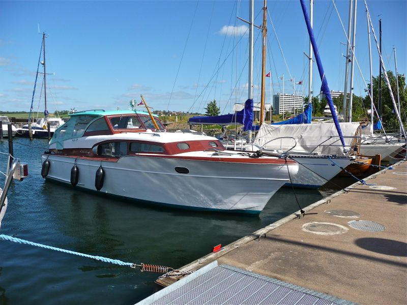chris-craft-commander-33-8