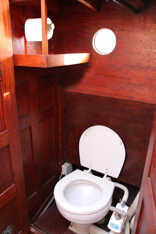 toilet-boat-web-format