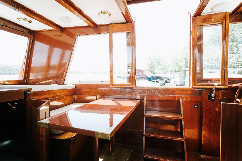 Kanalboot Elleken-innenraum3